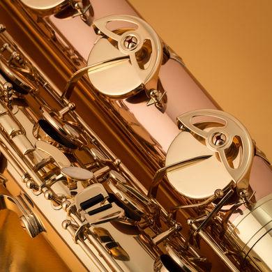 JP044 Mk II Baritone Saxophone Eb in Lacquer Macro Shot